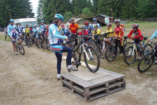 Děti na Sport Campu v Zadově učil technice jízdy profesionál Milan Spěšný